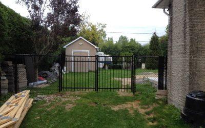 Clôture en maille de chaîne et porte de clôture